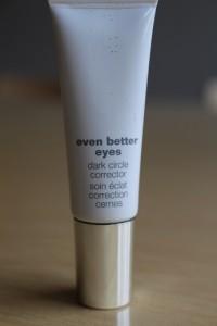 Ihmeaine, jonka pitäisi peittää tummat renkaat silmien alta.