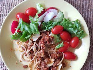 Vähän syöty Härkis-pasta-annos.